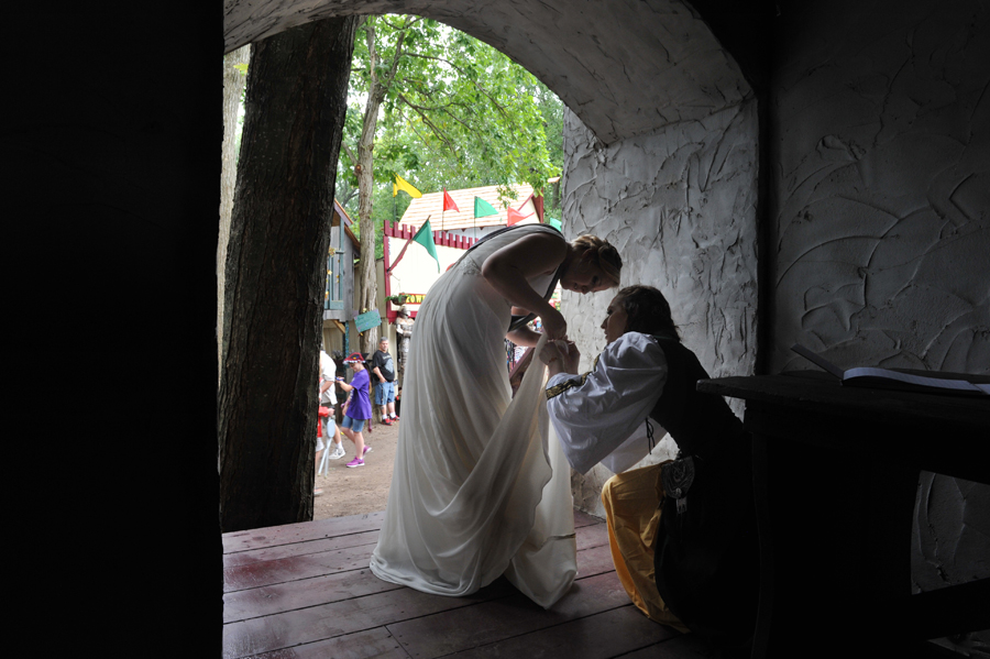 The wedding of Jen Anesi and Dave Roby at the Michigan Renaissance Festival copyright Rodney Curtis RodneyCurtis.com